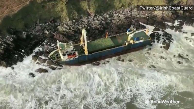 Loď duchů se objevila po záhadné cestě v Irsku