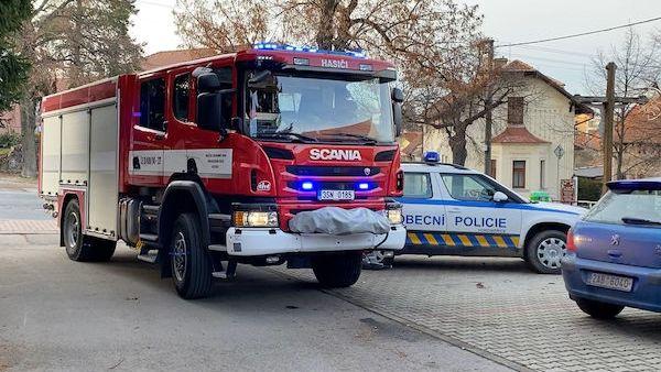 Vysokozdvižný vozík u Prahy přimáčkl muže, ten na místě zemřel
