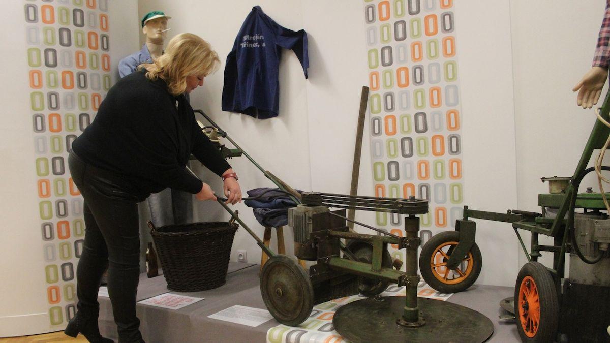 Werkfušky. Výstava ukazuje výrobky, které udělali třinečtí hutníci v práci načerno