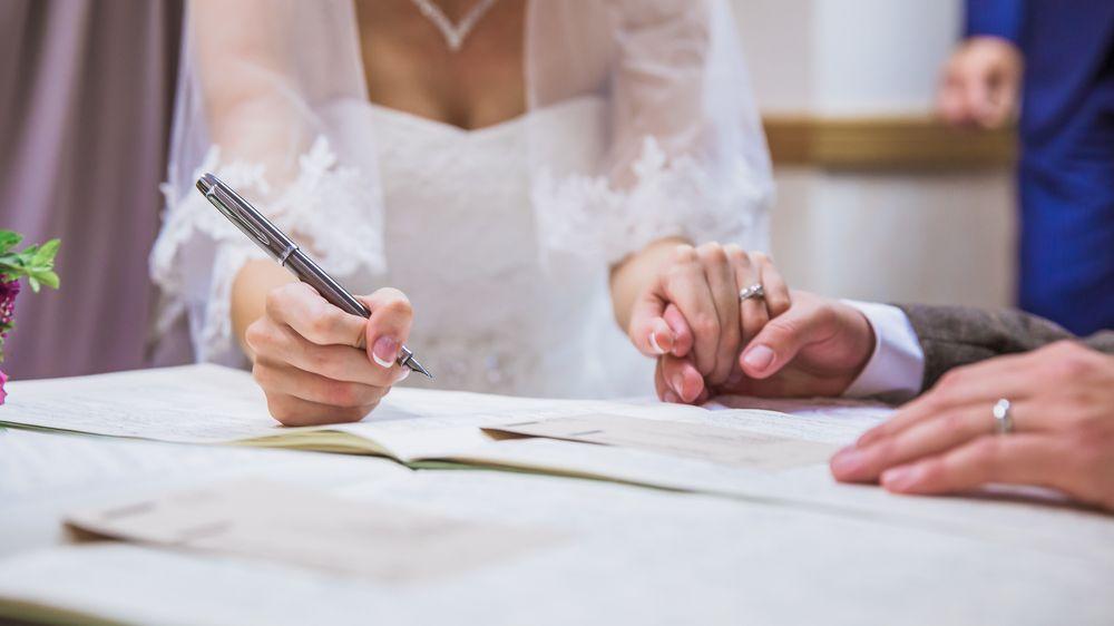 Ženy by se mohly rozhodnout pro příjmení bez -ová bez podmínek