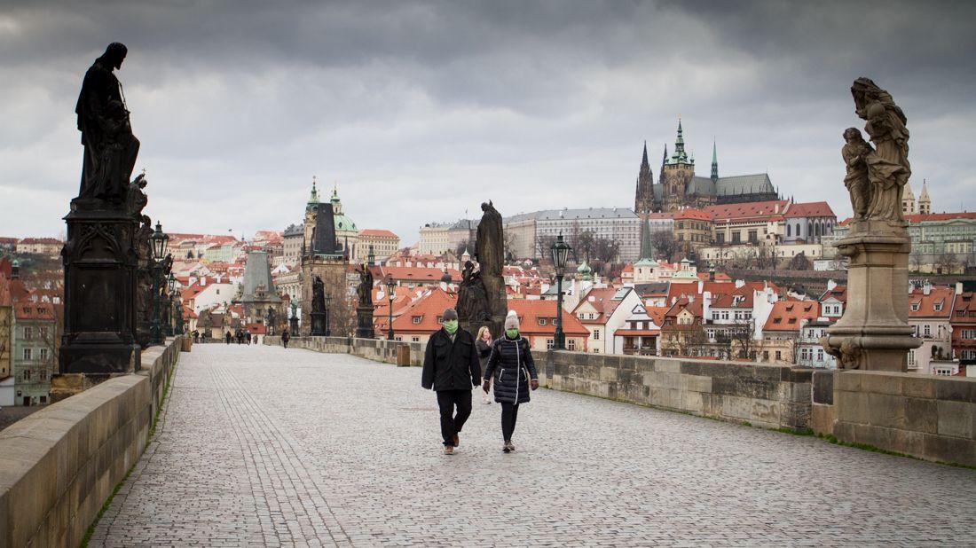 Přelet stíhaček nad Prahou, který si objednal Duka, organizátoři nakonec zrušili