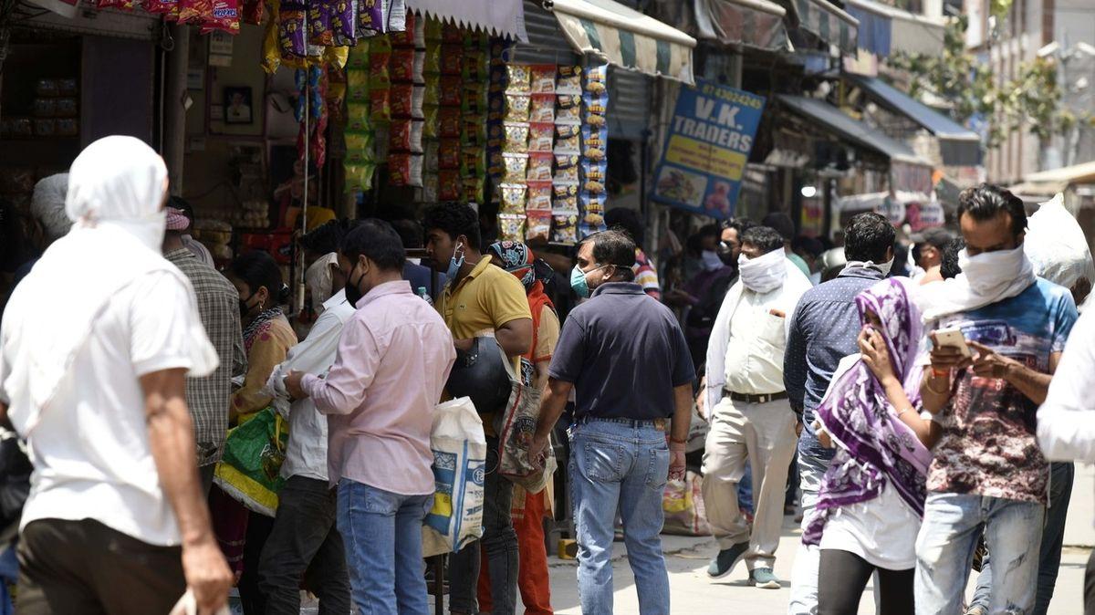 Dillí uvalilo 70procentní daň na alkohol, aby odradilo davy lidí v obchodech