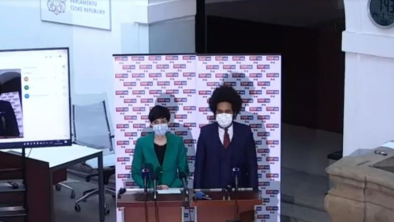 Sněmovna kývla na všechna vládní opatření proti koronaviru