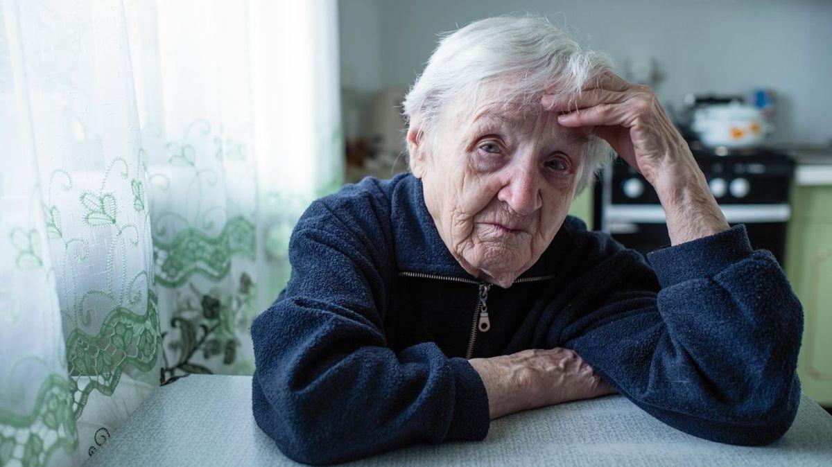 Každý den volejte osamělým prarodičům, jsou nejohroženější