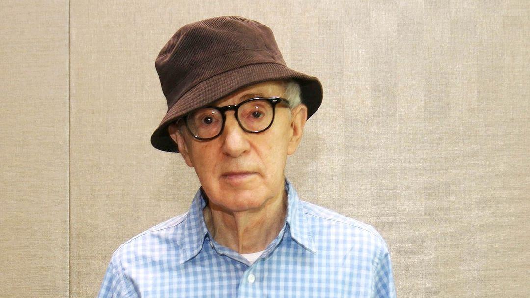 Proti Woodymu Allenovi demonstrovali zaměstnanci nakladatelství
