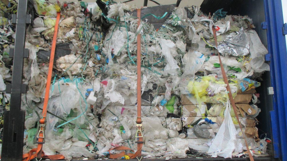 Celníci vracejí do Rakouska a Německa 70 tun nelegálního odpadu