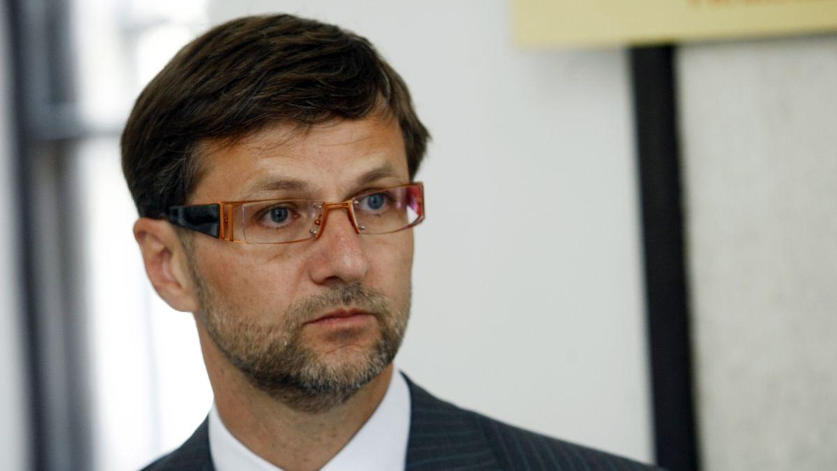 Advokát navrhl Zemanovi vyhlásit kvůli koronaviru amnestii