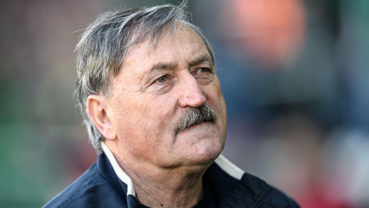 Legendární fotbalista Panenka má koronavirus, leží na JIP