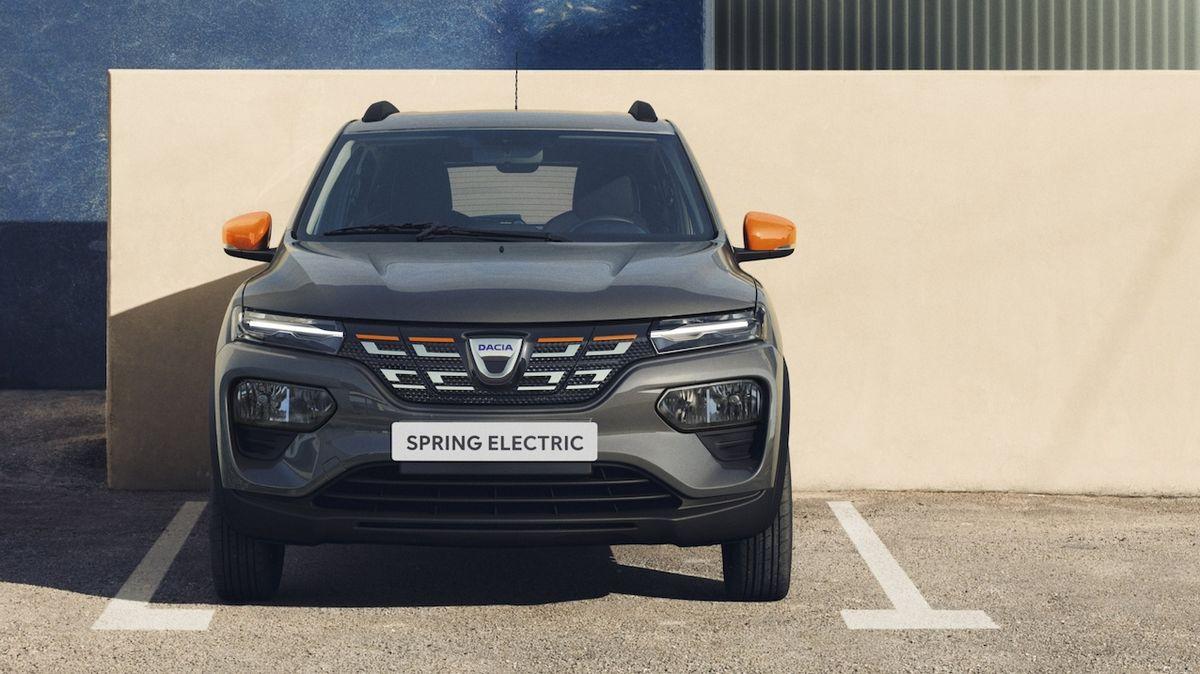 5 starých aut, která zrychlují jako nová elektrická Dacia