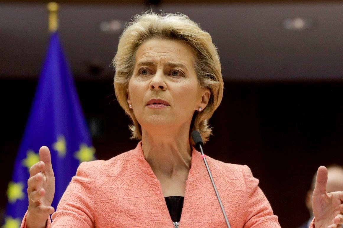 """""""Pokud se v Evropě dosud zamezilo masové nezaměstnanosti, která nastala v jiných částech světa, tak je to díky tomu, že 40 milionů lidí v Evropě dostalo podporu v zaměstnanost (kurzarbeit),"""" uvedla von der Leyenová."""