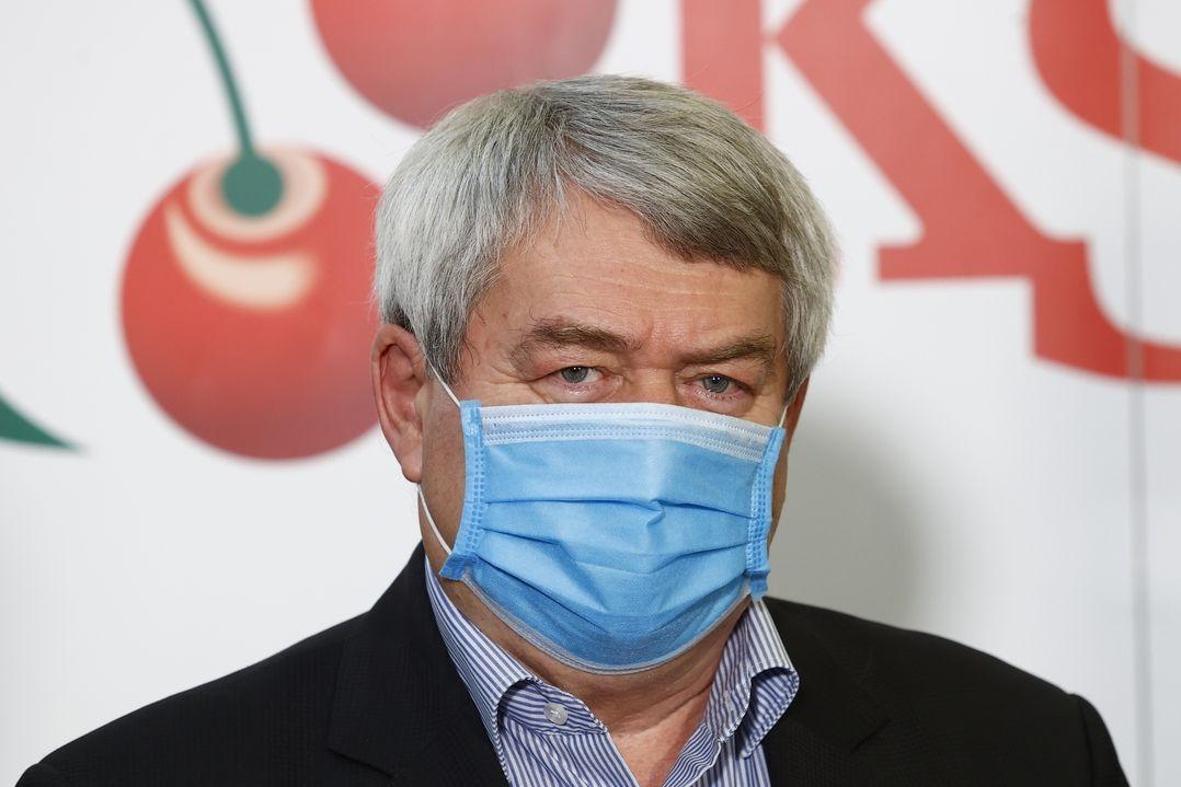 Vojtěch Filip na tiskové konferenci KSČM k výsledkům v krajských volbách a volbách do Senátu