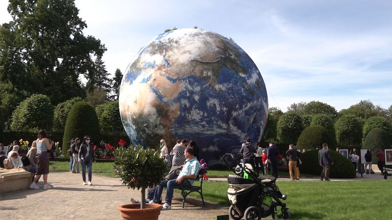 Zahrada Černínského paláce se otevřela lidem výstavou o Zemi