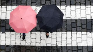 Středa bude nejteplejší den týdne, deštníky ale nedáme z ruky