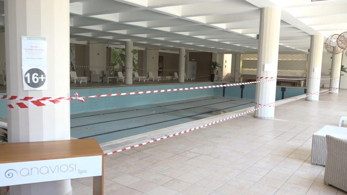 Asociace bazénů: Napouštění trvá několik dní, otvírat zatím neplánujeme