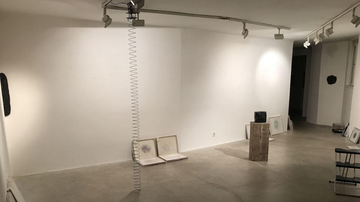 Výstava Vladimíra Škody byla nainstalovaná, čeká už jenom na otevření