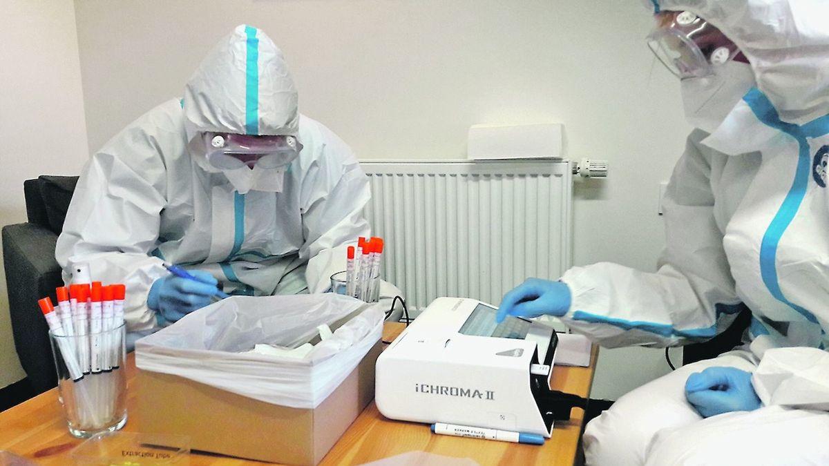 Rychlejší a levnější testy ze slin už v Česku jsou, stát je nevyužívá
