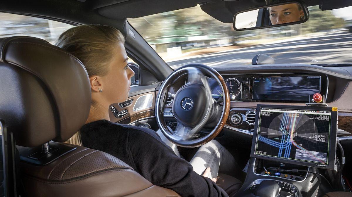 Britové chtějí zlegalizovat autonomní jízdu