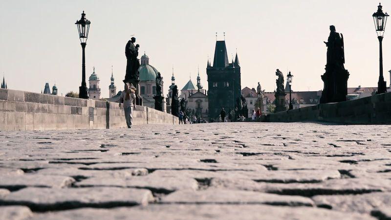 Rozvolněná Praha se bojí další vlny