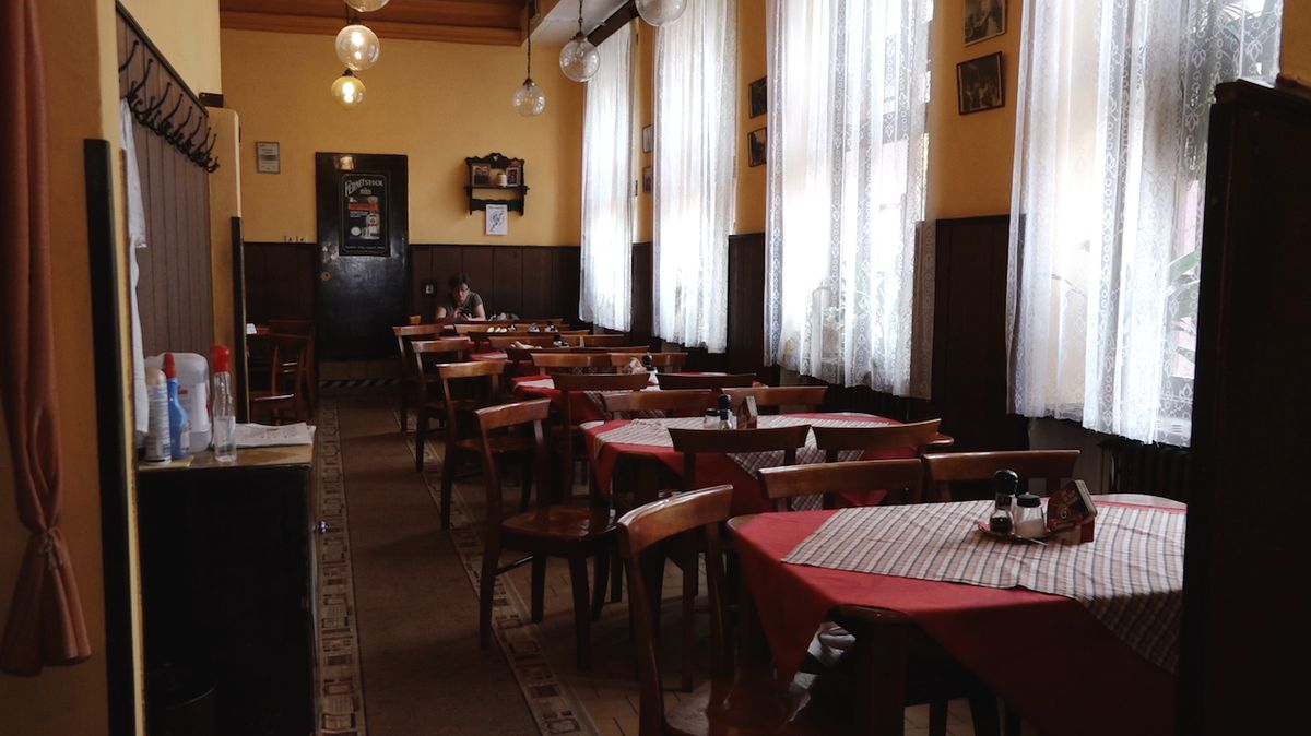 Stát zavřel koncem dubna restaurace v rozporu se zákonem