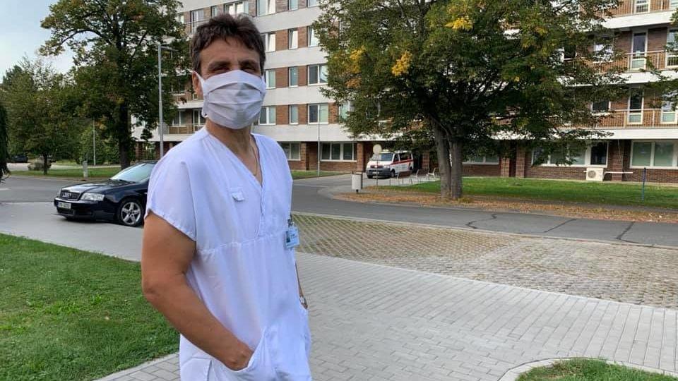 Burčák a zpěv, to byla živná půda pro covid, říká ředitel nemocnice v Uherském Hradišti