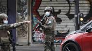 Útočníci u bývalé redakce Charlie Hebdo zranili čtyři lidi sekerou nebomačetou