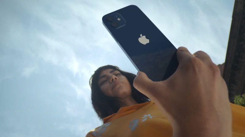 Nejmenší iPhone netáhne. Apple jej zařízne