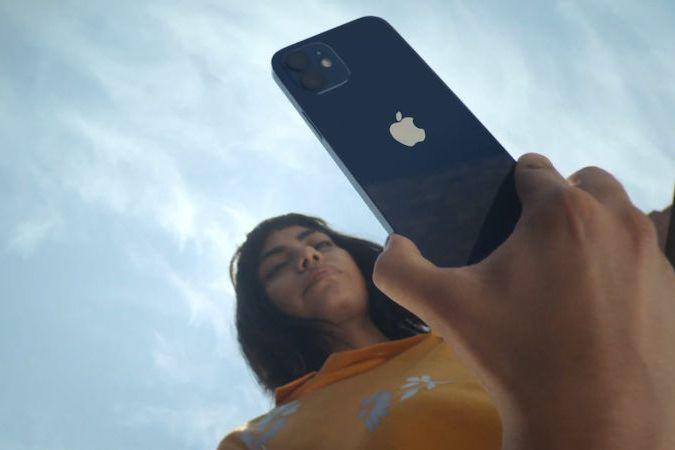 Představení chytrého telefonu Apple iPhone 12