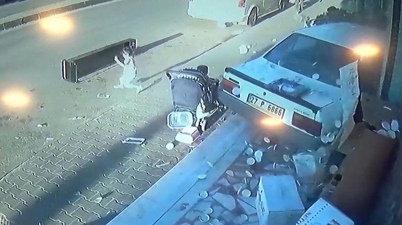 Při děsivé nehodě unikly dvě malé děti smrti o vlásek