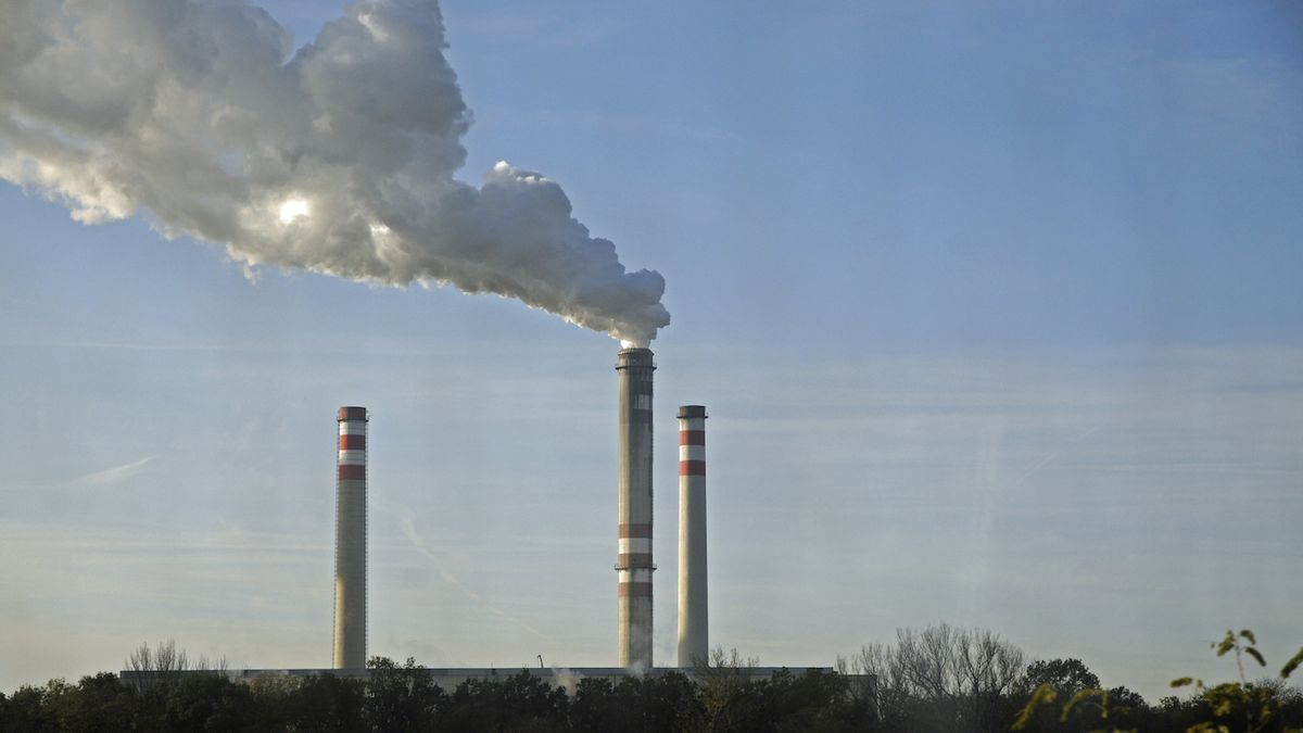 Elektřina bude jenom zdražovat, zlevnění není na stole, říká ekonom