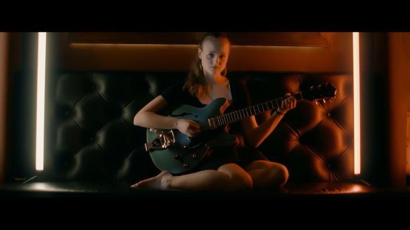 Tereza Balonová vydává singl a videoklip k písni Tak málo. Jako dárek ke svým narozeninám
