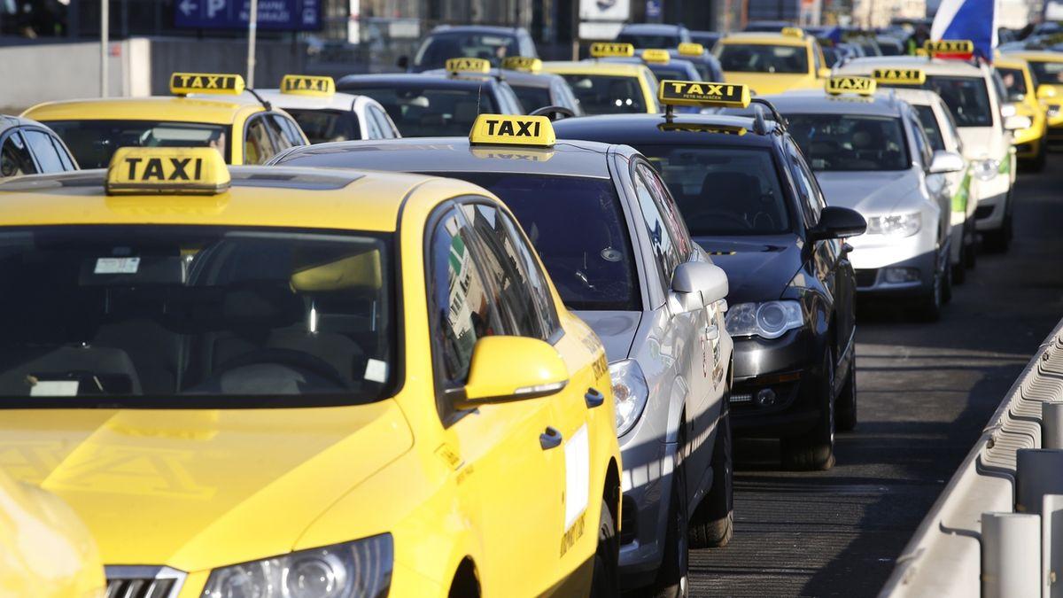 Taxikáři jsou bez kšeftů. Berou i náklaďák