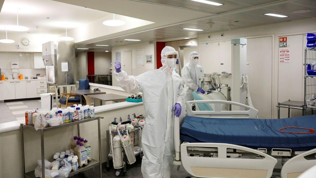 ON-LINE: V ČR přibylo dalších 910 nakažených a 17 obětí
