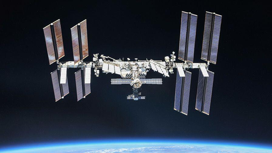 K ISS odstartovala loď Cygnus, do vesmíru veze červy