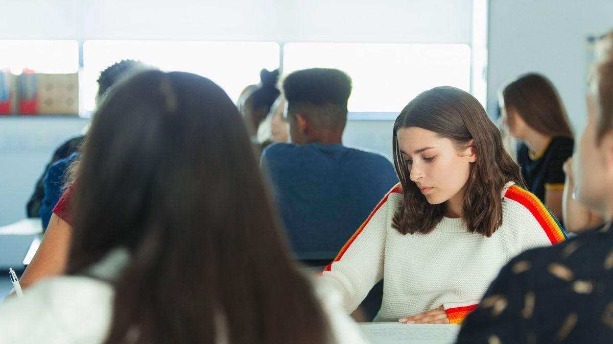 Konec školního roku může středním školám způsobit problémy