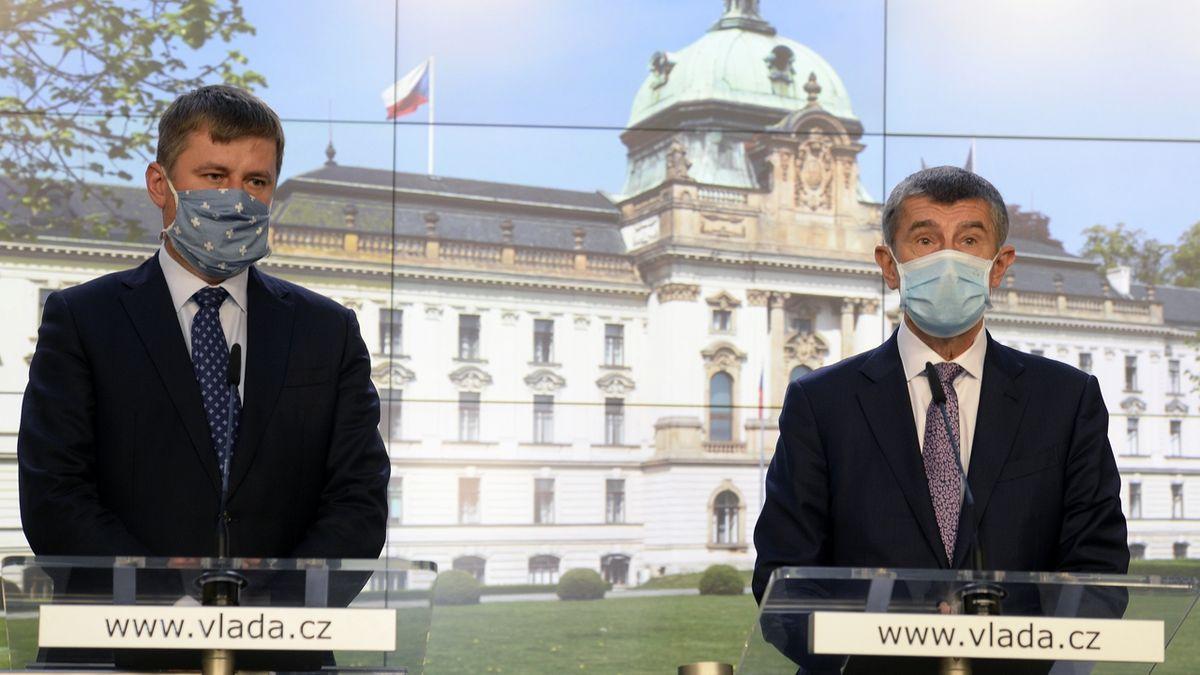 Vyhoštění dvou Rusů je dobrý začátek, oceňují vládu čeští politici