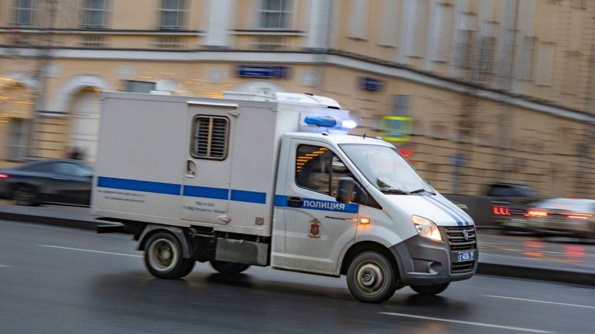 Dvanáctiletý chlapec střílel v ruské škole, zranil spolužáka. Vzdal se ředitelce