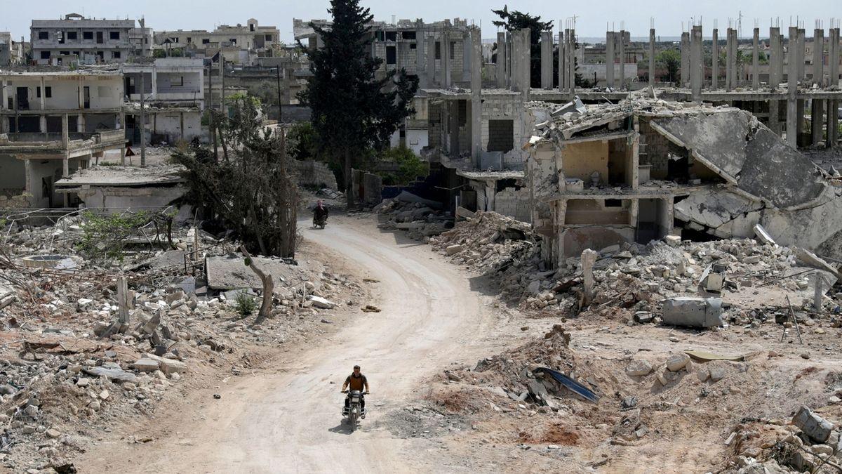 Ve válce v Sýrii zemřelo za 10 let skoro půl milionu lidí