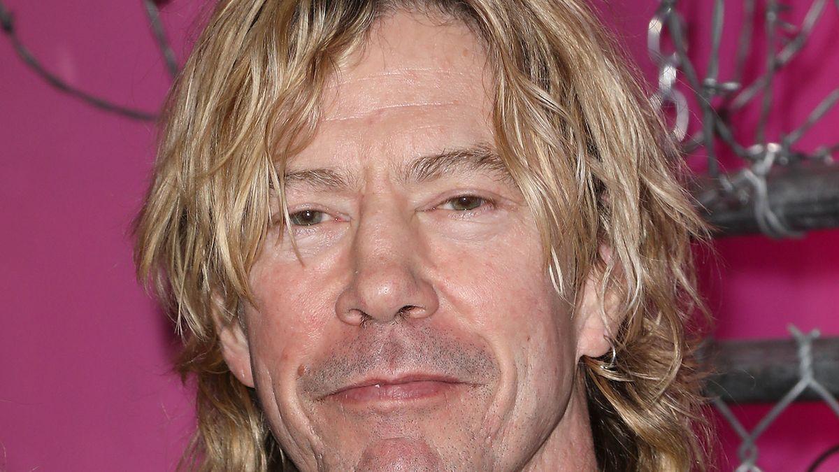Baskytarista Duff McKagan promluvil o alkoholu, drogách i psychických problémech