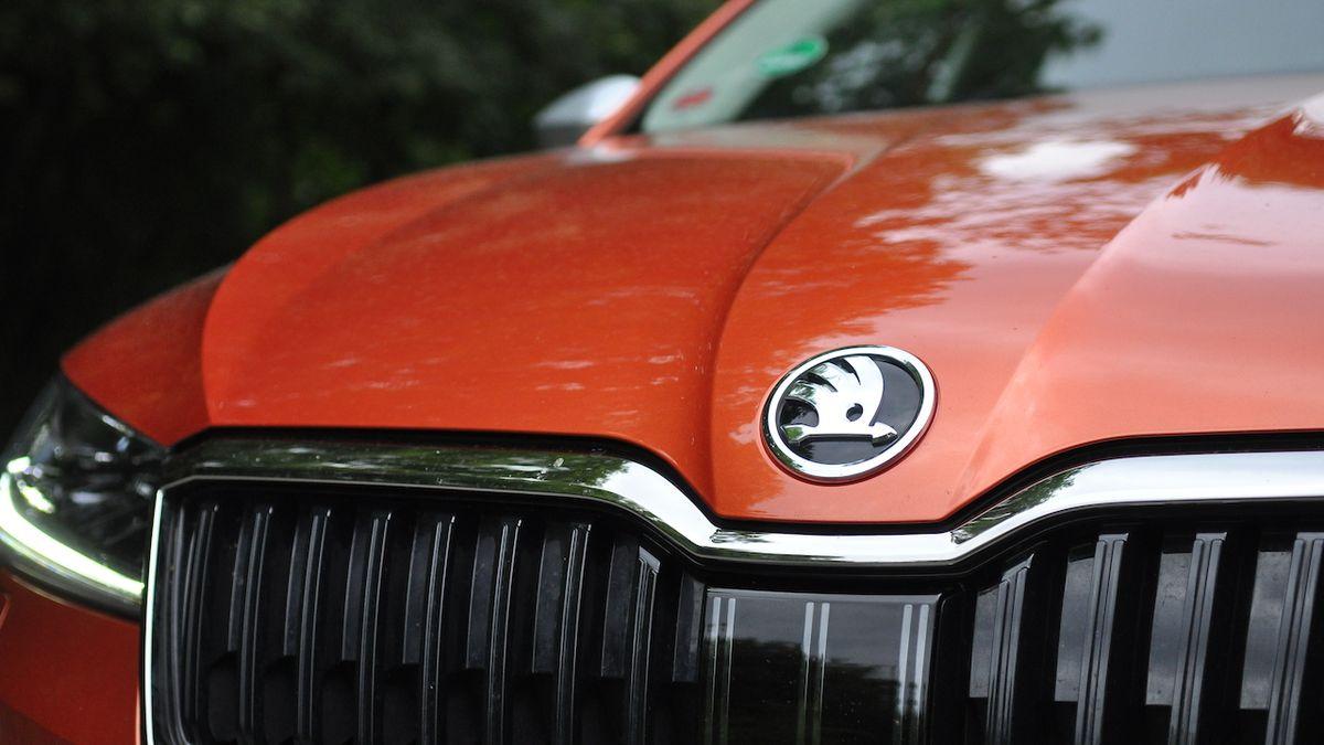 Příští Škoda Superb nabídne spalovací motory, velké změny se odehrají v interiéru