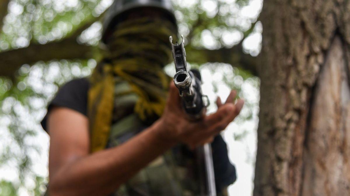 Poslanci chtějí zákaz paramilitárních ozbrojených skupin