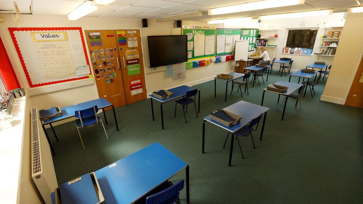 Květnové plošné omezení středních škol bylo podle NSS nezákonné