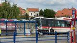 Autobus usmrtil na zastávce dítě. Policie žene řidiče ksoudu