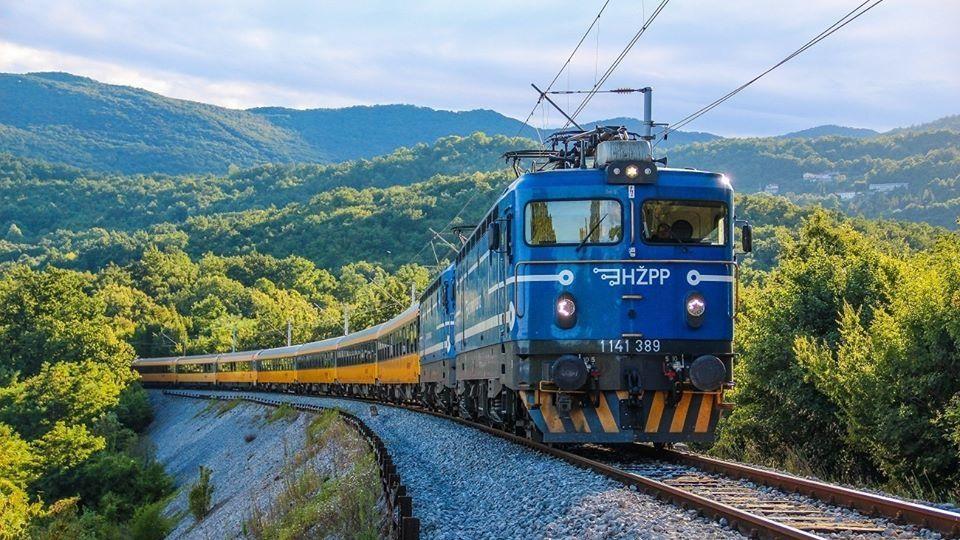 Nehoda nákladních vlaků v Chorvatsku komplikuje spoje RegioJetu. Úsek je neprůjezdný