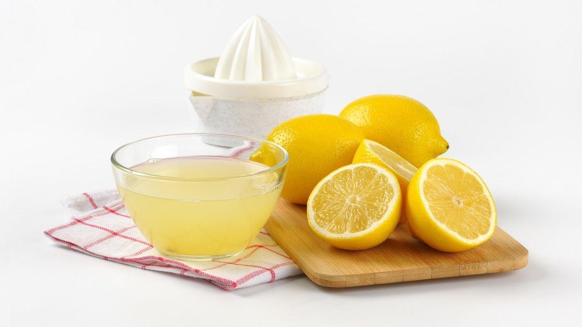 Kvůli světovému rekordu vypil litr citronové šťávy za 16 vteřin