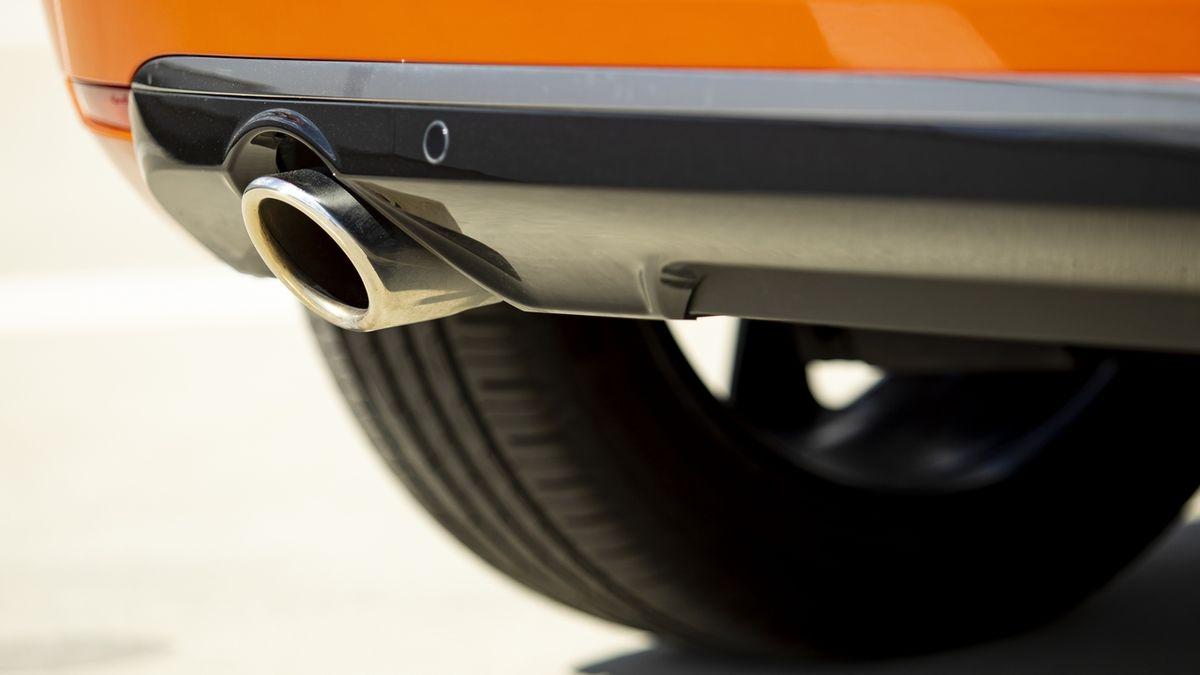 Americké státy vyzvaly Bidena, aby do roku 2035 ukončil prodej aut na benzin