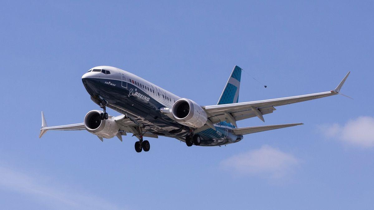 Letadlo Boeing 737 MAX mělo problémy nad USA, piloti museli vypnout motor