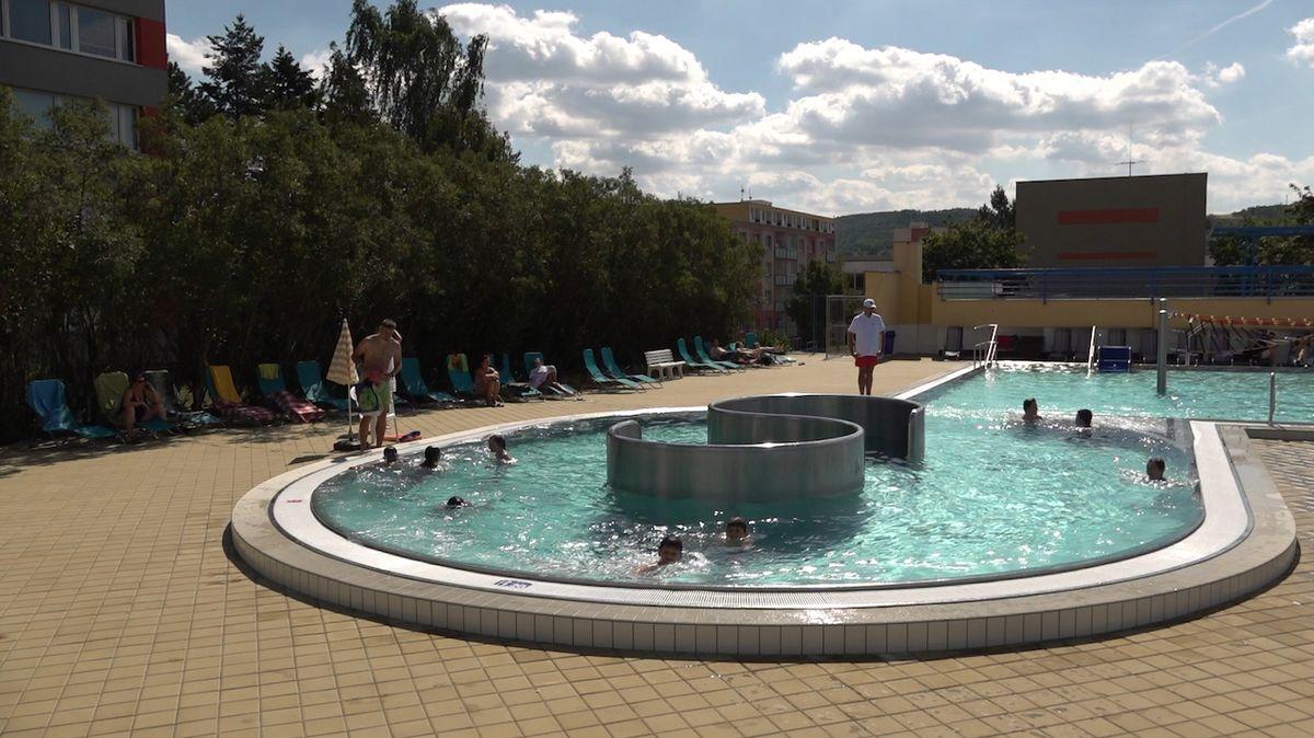 Bazény mohou od pondělí otevřít, ale mnohé to nestihnou