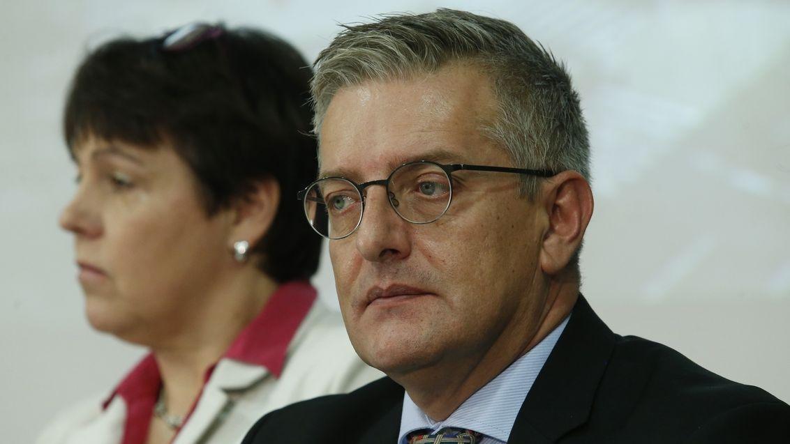 U většiny nakažených se příznaky nakonec objeví, vláda situaci zvládá, říká šéf české pobočky WHO