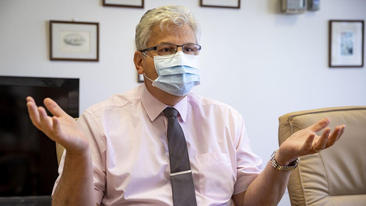 Ředitel FN Motol: Hospitalizovaných s covidem-19 je málo. Přetížení systému nehrozí