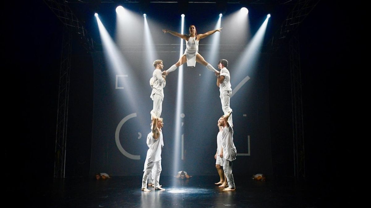Programu v Anežském klášteře vévodí akrobaté z Losers Cirque Company
